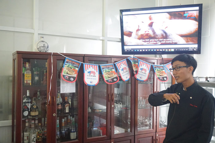 Chef Tran Le Thanh Thien, who worked with USMEF to create the Talented Young Chefs Competition, presented an overview of U.S. pork production and explained the attributes of the product