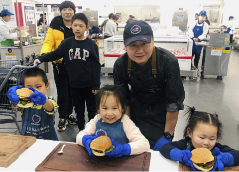 Youngsters at a Sam's Club store in Beijing learned how to make classic American hamburgers during the U.S. Beef Burger Festival