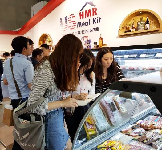 Visitors to the USMEF display at Seoul Food check out U.S. pork and beef items used in home meal replacement kits